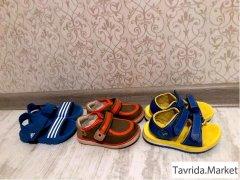 Сандалии и туфли.