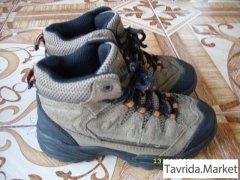 две пары ботинок