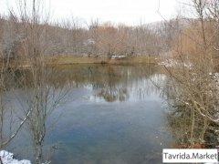 Участок ИЖС с водоёмом на территории