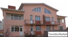 дом 1025 м2 на участке 10 сот.