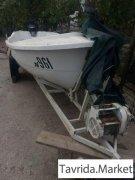 лодка с прицепом и мотором